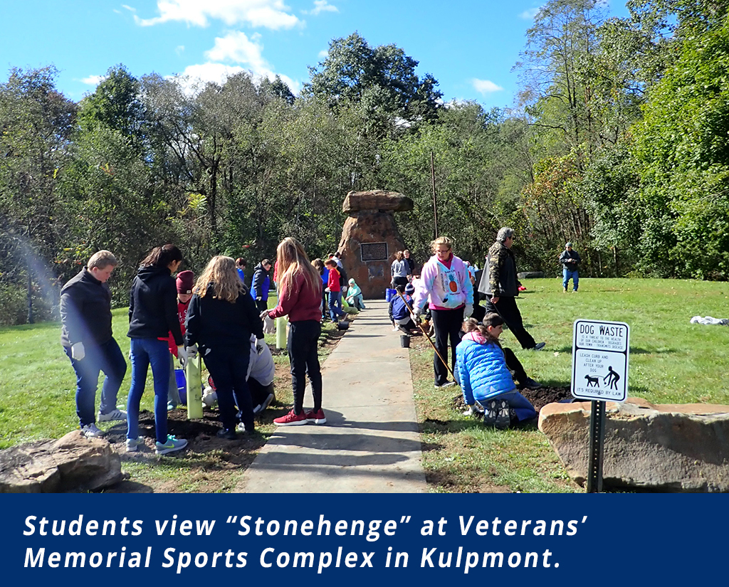 "Students view ""Stonehenge"""
